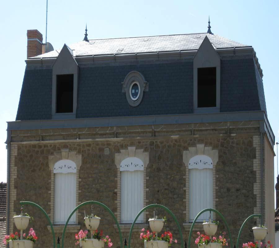 Maison Avec Comble à La Mansard