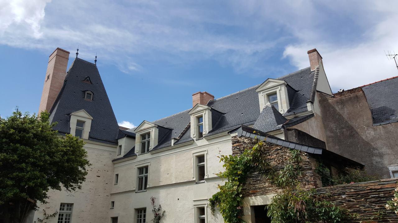 Rénovation ardoises armen monuments historiques - Angers